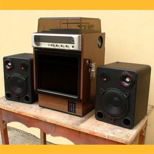 Videorockola en un Equipo de Sonido Antiguo