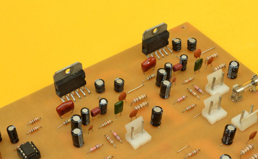 Circuito Impreso De Amplificador De 3000w : Amplificador estéreo de watts para automóvil salidas