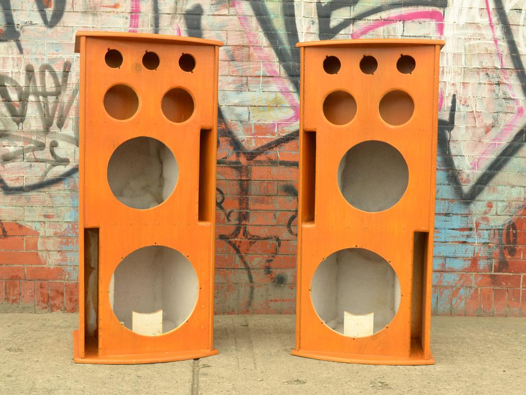 cajas acústicas pintadas