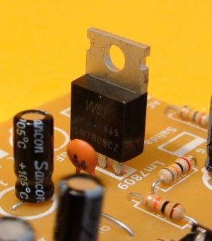 regulador LM78090