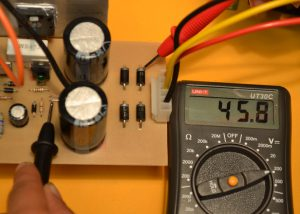 medición voltaje fuente