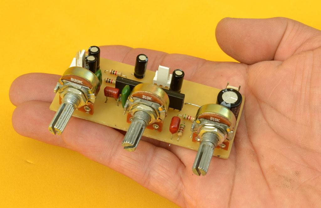 Control de Volumen y Tonos Super Compacto